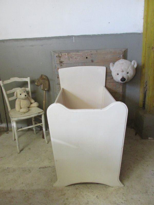 oud wit houten babybedje