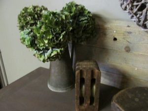 Oude houten katrol c