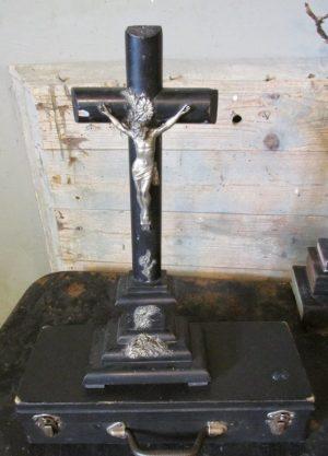 Oud houten kruis met Jezus en Edelweiss