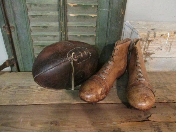 Lederen rugbybal naar oud model