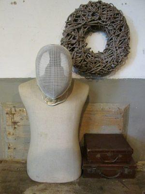 Oud wit schermmasker