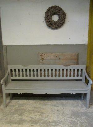 Oude houten bank in lichtgrijs 186.5 cm