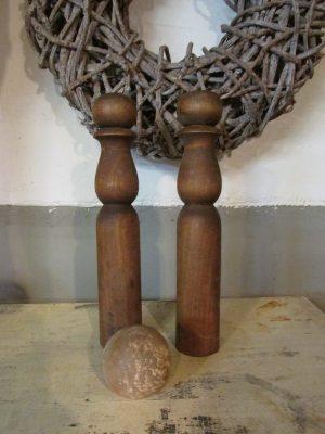 Oude houten kegelbal