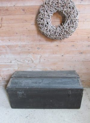 Oude zwarte hutkoffer