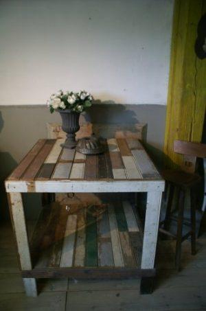 van sloophout als ontbijttafel-statafel-werktafel