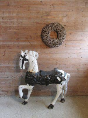 Oud groot kermis paard