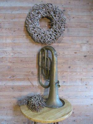 Oude tuba voor decoratie
