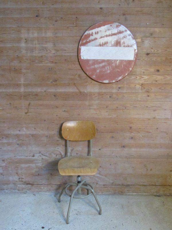 Vintage stoel, industrieel en draaibaar