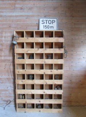 oude houten vakken kast
