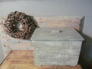 Antiek kistje met deksel