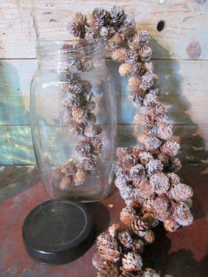 Oude glazen pot met deksel