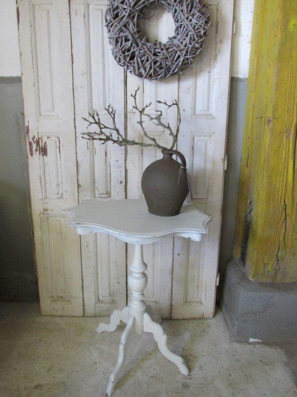 Brocant antiek wit bijzet tafeltje
