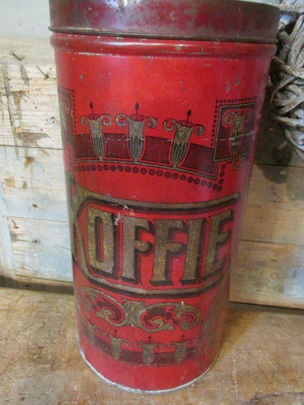 Oud hoog koffie winkelblik, rood