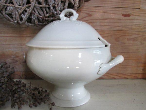 Oude Franse soep terrine in wit
