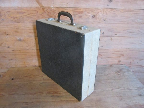 Oude platenkoffer,  36.5 x 35 cm