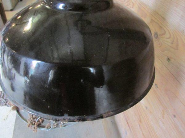 Oude emaille zwarte lamp