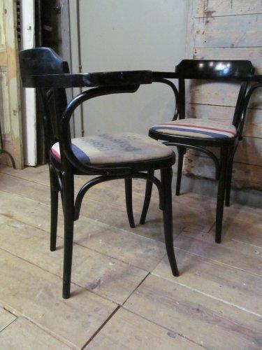 Zwarte cafe stoel met PTT postzak zitting(2x)