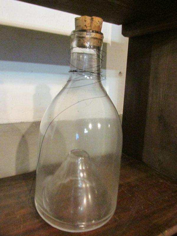 Oude glazen wespenvanger