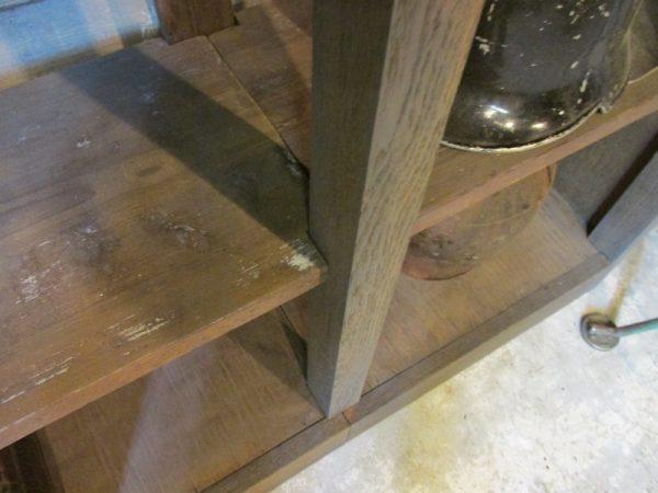 Oud sober open eiken rek met planken