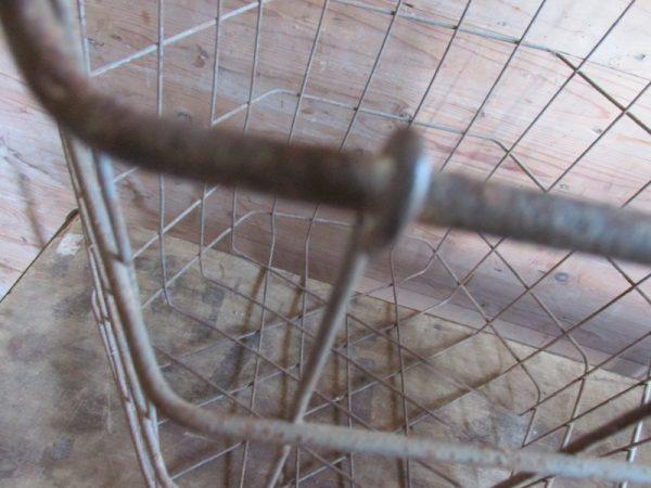 Oude metalen 6 hoekige mand