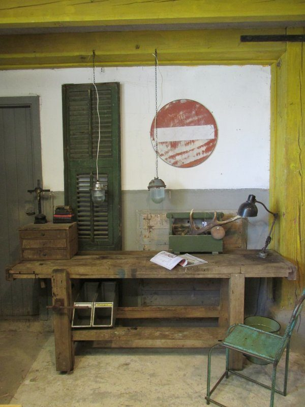 Industrieel, oud hanglampje van metaal