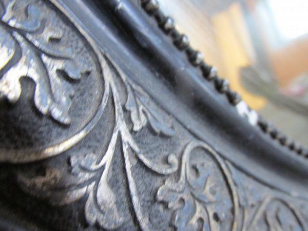 Antieke ovale spiegel in zwart 70.5 x56 cm