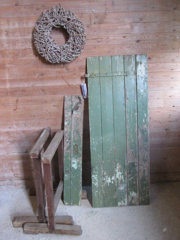 Oud tafelblad op oude schragen