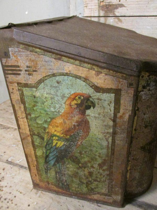 Van Melle oud winkelblik met vogels en schuin deksel in beige