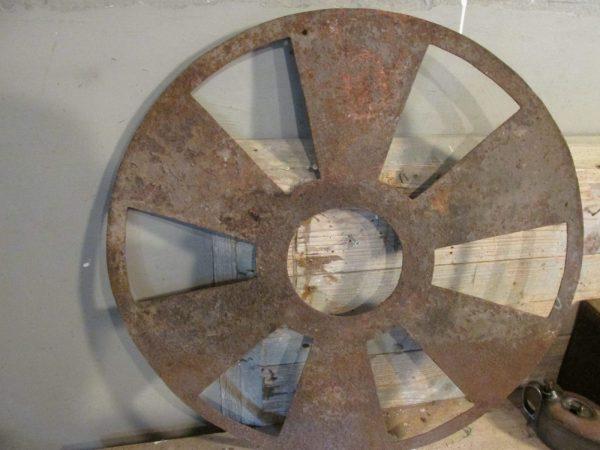 Oud industrieel rad van een ventilator uit een fabriek