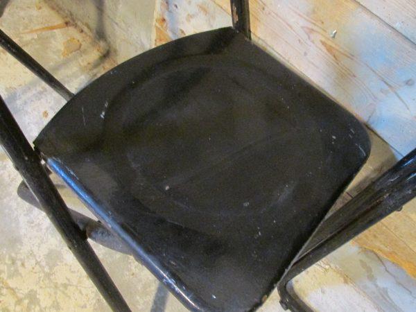 Oude zwarte metalen stoelen inklapbaar ( 3 stuks)