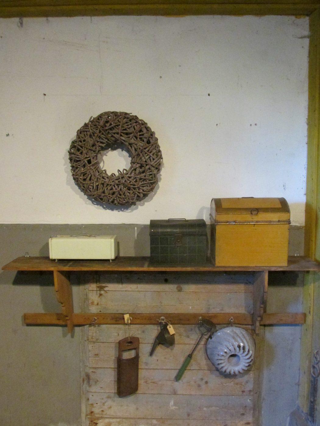 Oud Regaal Of Keukenrek In De Oude Verf