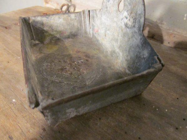 Oud zeepbakje van metaal