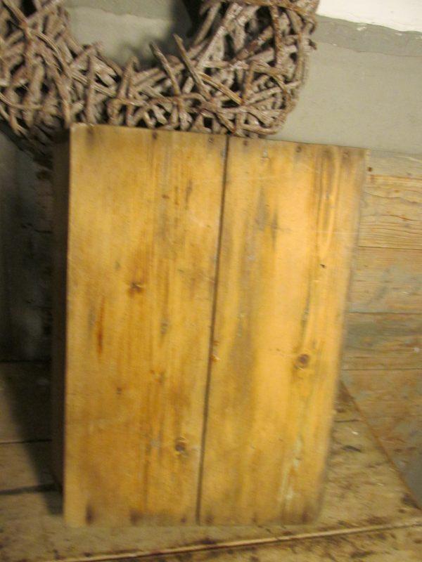 Oude vergrijsde houten dienblad