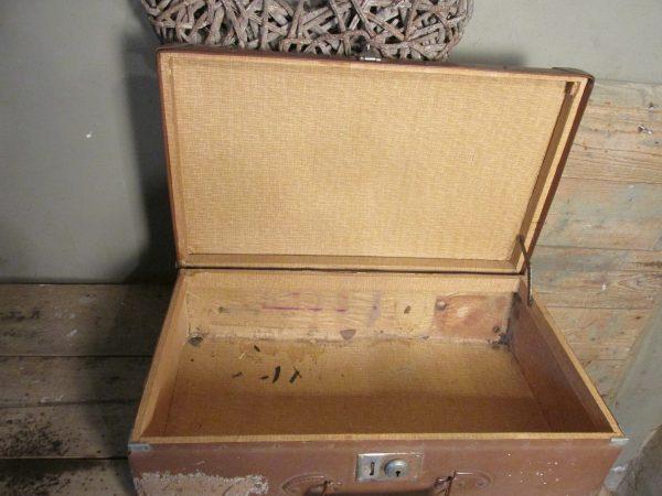 Oude bruine koffer 55.5 x 54 cm
