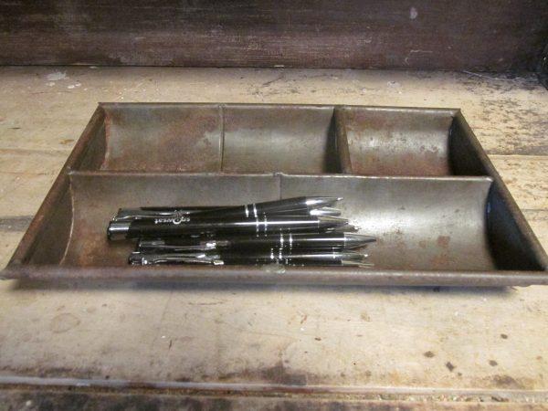 Oud geld bakje van metaal