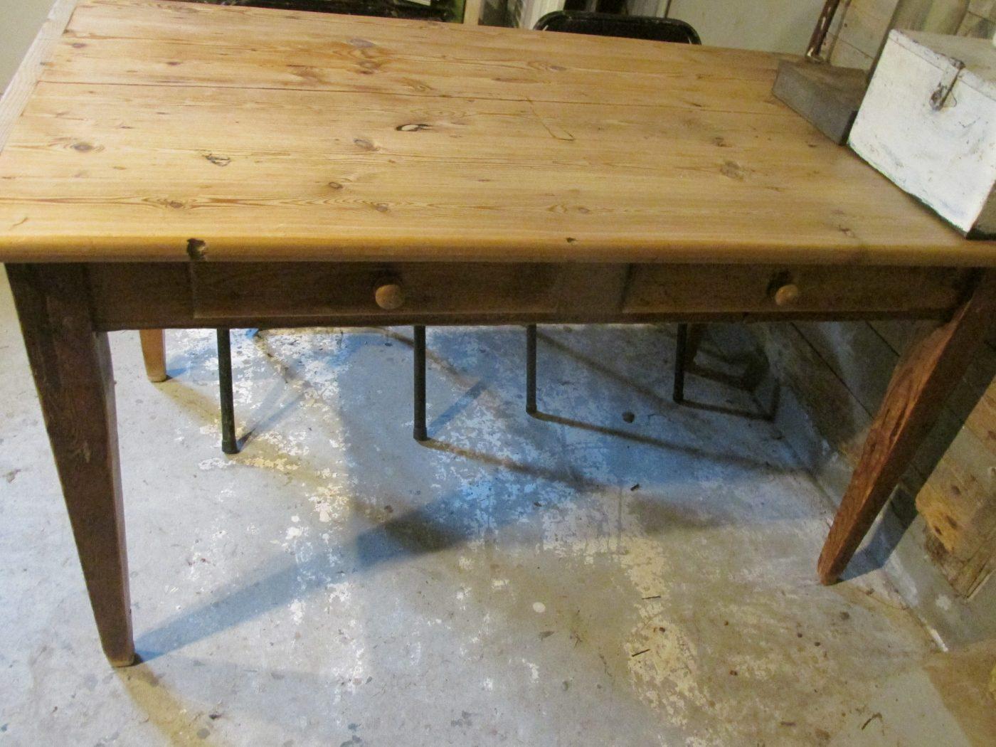Kleine Brocante Eettafel.Oude Grenen Tafel Als Eettafel Of Werktafel