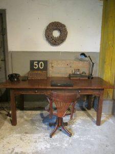 oude-spanse-teak-houten-tafel-bureau