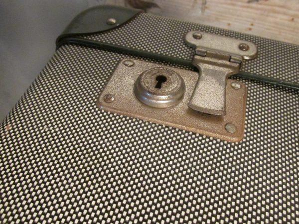 Oude koffer in het groen 64.5 x 38.5 cm