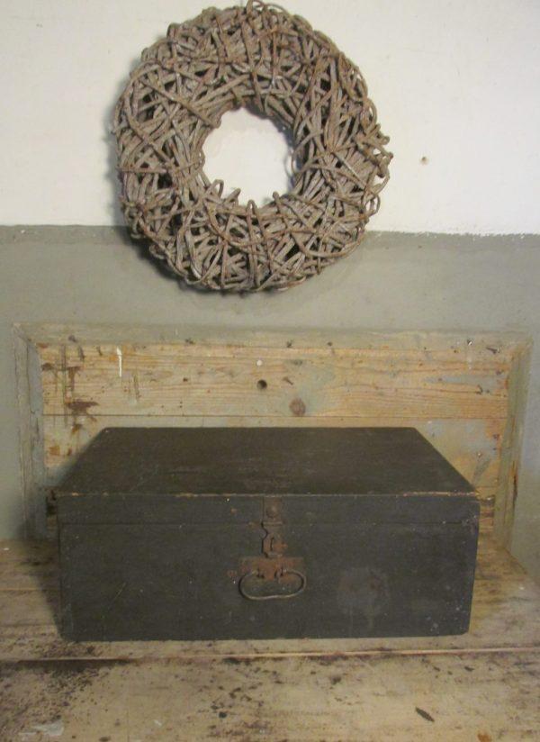 oude-houten-zwarte-kist