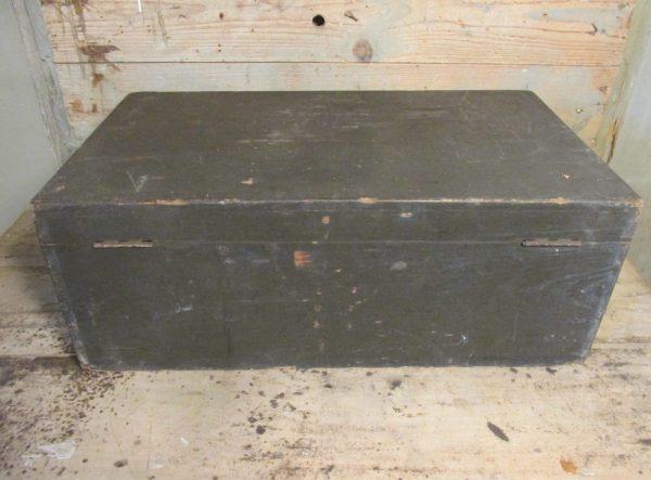 Oude houten zwarte kist