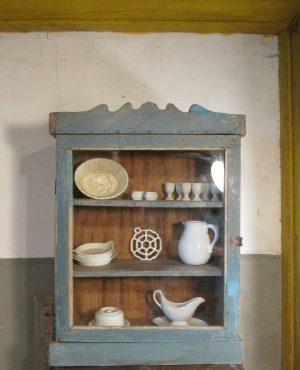 Oud-vitrine-hang-kastje-indiaa