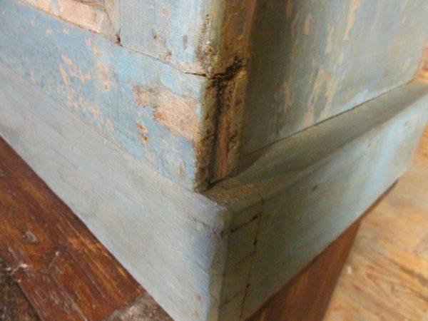 Oud vitrine kastje in blauw uit India