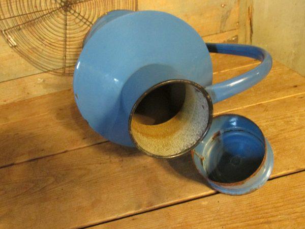 Emaille blauwe kan met deksel