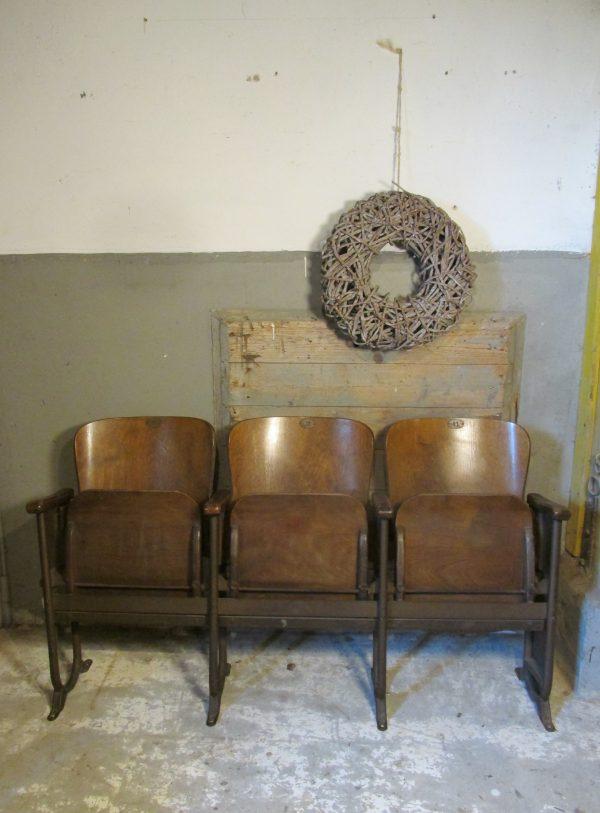 oude-houten-bioscoopstoelen