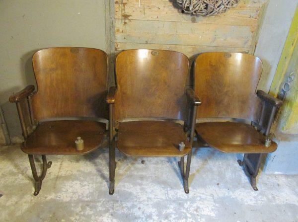 Antieke houten bioscoop stoelen 3 zits