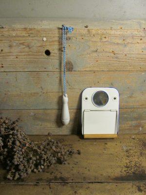 Oude wc trekker van porselein