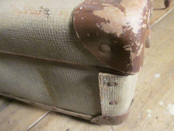 Oude koffer in beige 50.5 x 33 cm