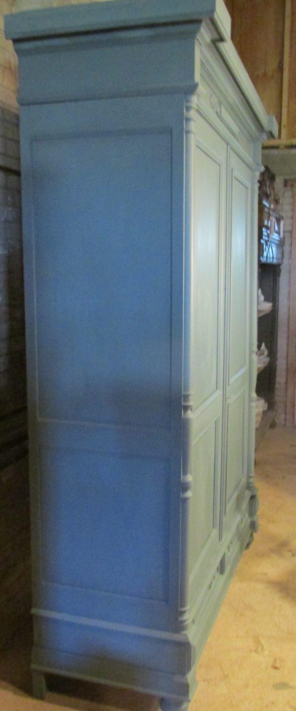 Brocante grote antieke kast, demontabel in Old Blue
