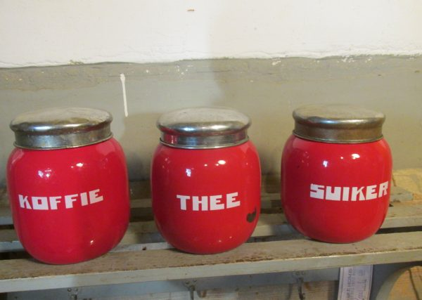 Rode emaille bolle bussen set koffie thee en suiker