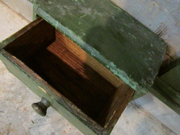 Oude groen regaal / keukenrek met lade